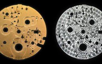 Bản máy trước và sau khi khắc