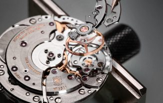 Roger-Dubuis-Movement-With-Geneva-Seal